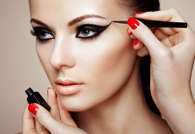 روش انجام آرایش چشم مخصوص میهمانی های شب
