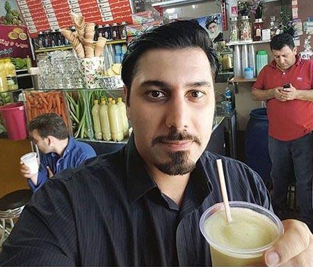 احسان خواجه امیری در حال خوردن آب طالبی / عکس