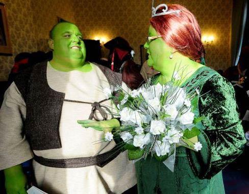 ازدواج جالب یک زوج به سبک شرِک و فیونا + تصاویر