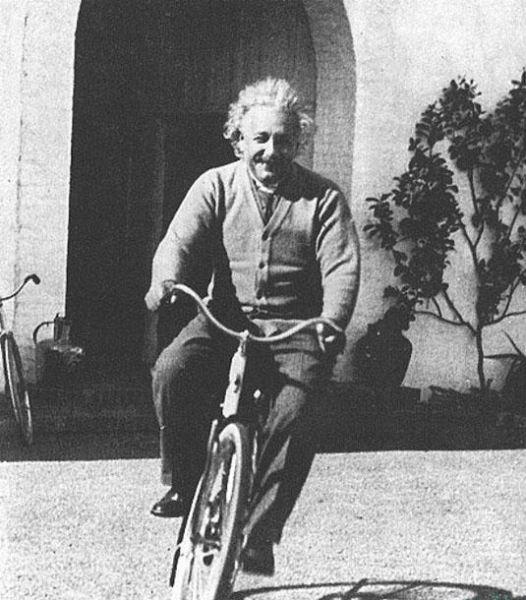 عکسی قدیمی که بازی و سرگرمی انشتین را نشان میدهد+ عکس