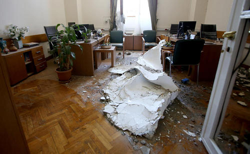 تخریب دفتر نخست وزیر ترکیه در ساختمان پارلمان در آنکارا در پی حملات هوایی شب کودتا
