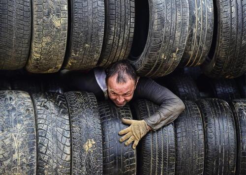 عبور از موانع سخت در جریان مسابقه ای در ولادی وستک روسیه