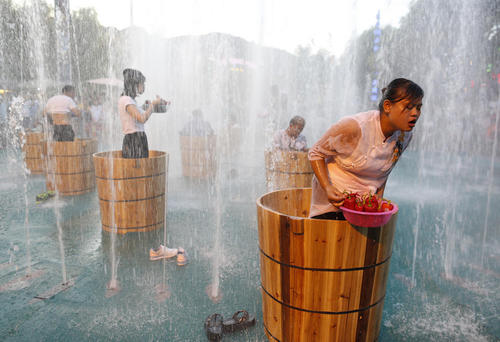 مسابقه خوردن فلفل قرمز تند در سطل یخ – هانگژو چین