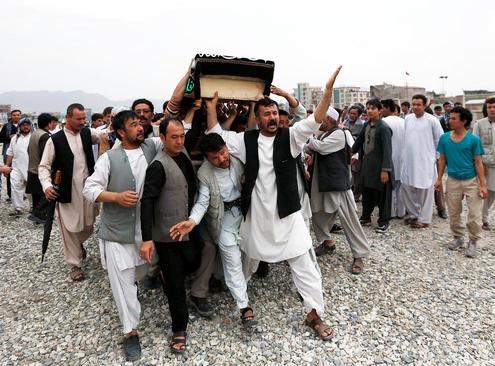 تشییع جنازه قربانیان انفجار انتحاری روز شنبه در کابل