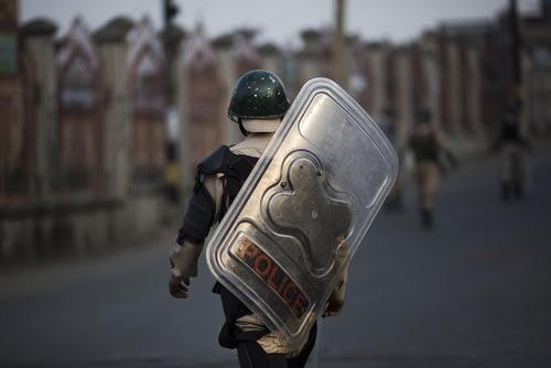 ادامه اعتراضات و وضعیت فوق العاده در سرینگر کشمیر