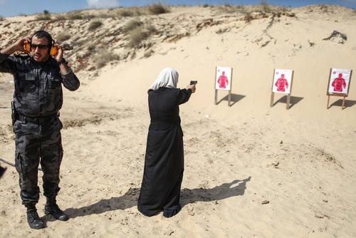 آموزش تیراندازی در اردوگاه تابستانی حماس در غزه