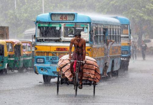 بارش باران در کلکلته هند