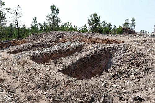 قبرهای کنده شده در قبرستان خائنان در استانبول به منظور دفن کردن بی نام و نشان کودتاگران کشته شده
