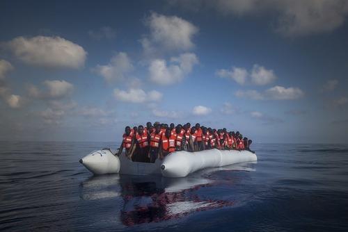 پناهجویان آفریقایی در سواحل لیبی در مدیترانه