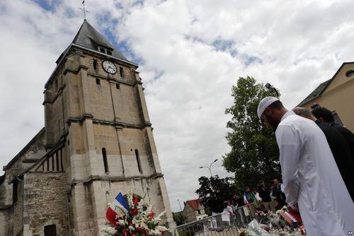 ابراز همدردی جامعه مسلمانان با کلیسای مورد حمله قرار گرفته از سوی دو داعشی در نرماندی فرانسه