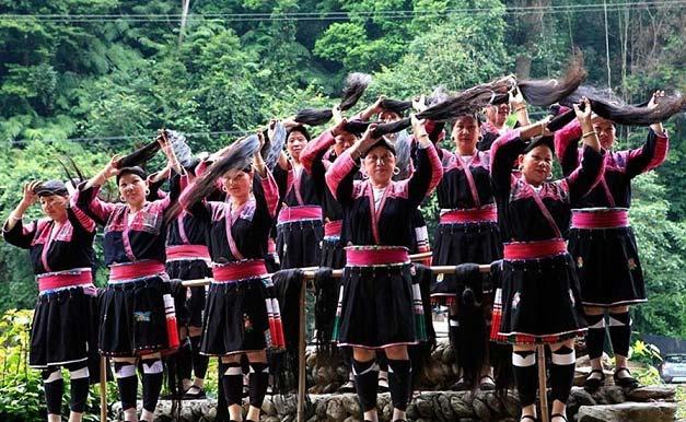زنان این روستا بلندترین موها را دارند! + تصاویر