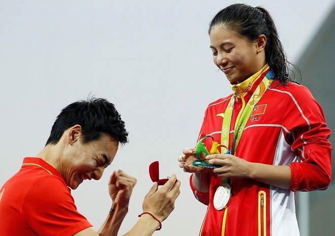 خواستگاری از یک دختر چینی روی سکوی المپیک + عکس