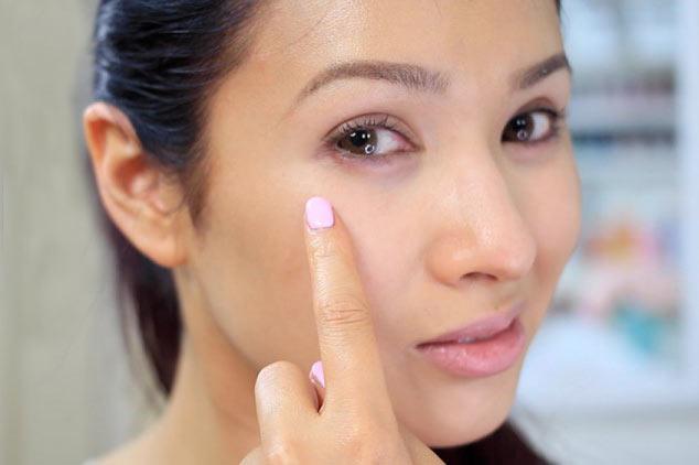 رفع سیاهی و پف زیر چشم به روش طبیعی