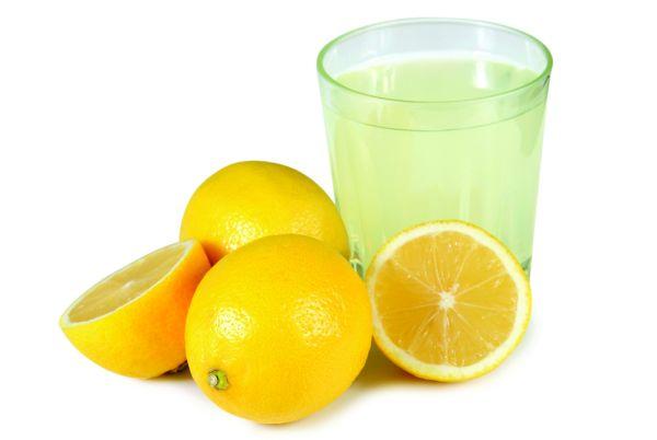 آب لیمو را با آب سرد میل کنید و از ریختن آن در چای داغ بپرهیزید.