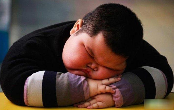 تشویق نوجوانان چاق به لاغری اشتباه است