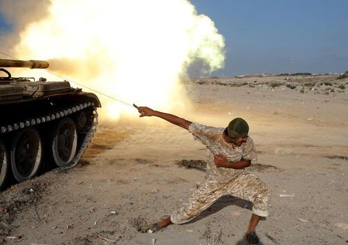 نبرد نیروهای دولت موقت لیبی با داعش در حومه شهر سرت