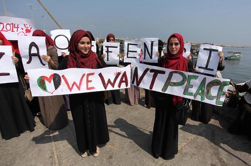راهپیمایی صلح زنان غزه در آستانه دومین سالگرد حمله 50 روزه اسراییل به غزه