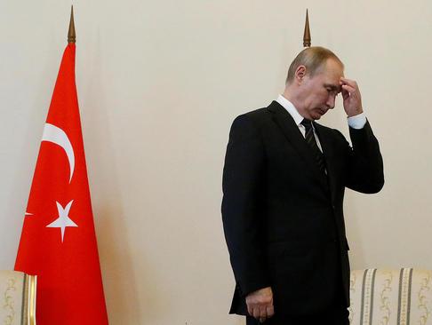 انتظار رییس جمهور روسیه در اتاقش برای ورود همتای ترکیه ای – سن پترز بورگ