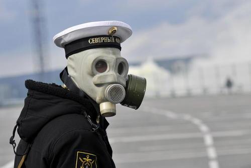 یک نیروی واحد دفاع بیولوژیک ارتش روسیه در جریان یک رزمایش نظامی