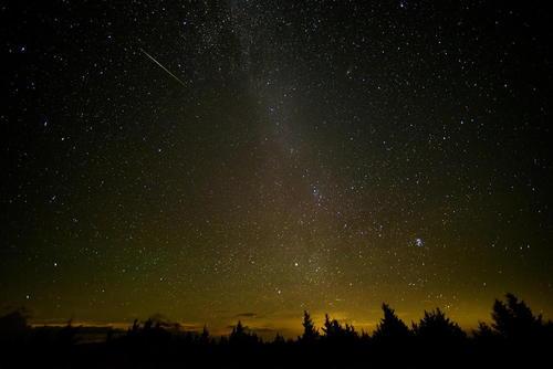 عبور یک شهاب سنگ از آسمان – ویرجینیا آمریکا و بوسنی و هرزگوین