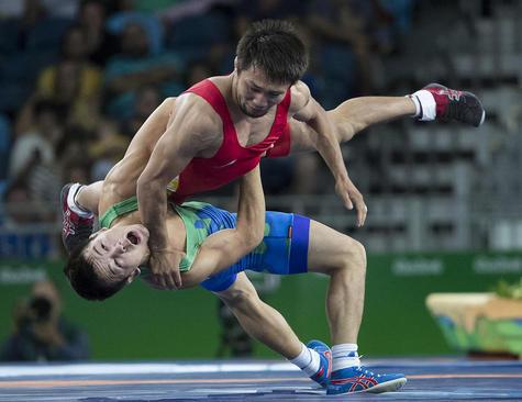رقابت دو کشتی گیر فرنگی کار ازبکستان و قرقیزستان در المپیک ریو