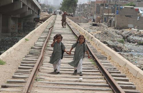 ریل آهن در شهر کراچی پاکستان