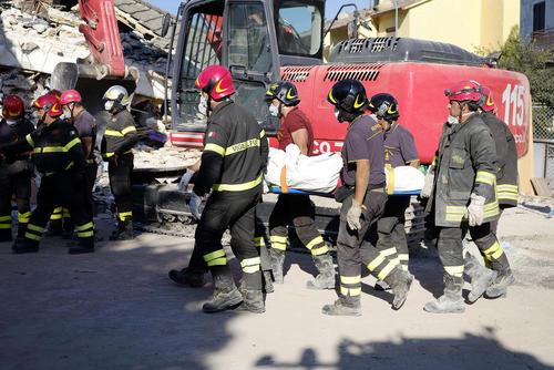 امداد رسانی به زلزله زدگان در شهر آماتریجه ایتالیا