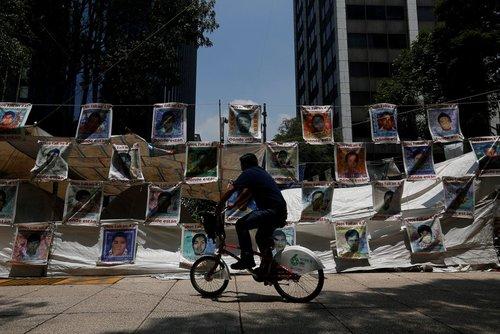 تصاویر 43 دانشجوی مفقود شده در مکزیکوسیتی. این دانشجویان نزدیک به 2 سال است که مفقود شده اند