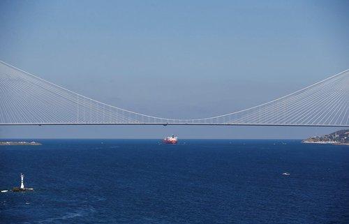 پل تازه افتتاح شده