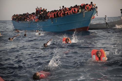 بزرگ ترین عملیات نجات پناهجویان در مدیترانه – نجات 6500 پناهجو در سواحل لیبی در مدیترانه از سوی نیروهای ایتالیا