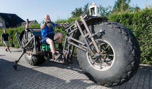مرد آلمانی با درست کردن سنگین ترین چرخ دوچرخه رکورد گینس را شکست