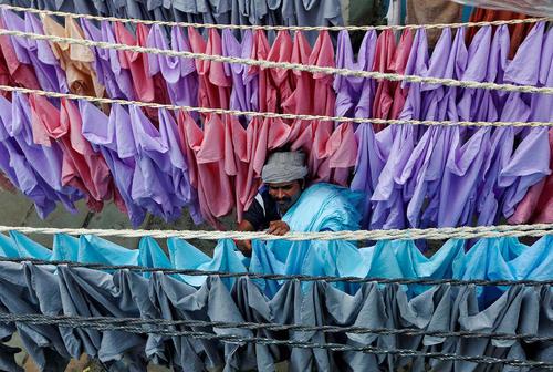 خشک کردن لباس در هوای آزاد – بمبئی