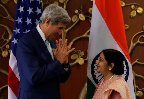 ژست های جان کری وزیر امور خارجه آمریکا در دیدار با همتای هندی – دهلی نو