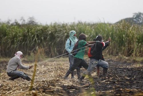 درگیری بومیان کلمبیایی با نیروهای دولتی