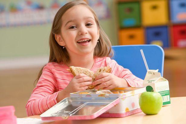 10 قدم برای غذا خوردن کودکان در مدرسه
