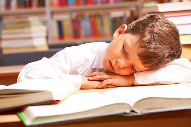 ساعت خواب مناسب برای دانش آموزان چقدر است؟