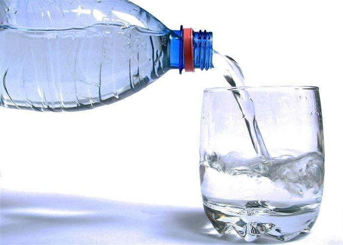 فواید نوشیدن آب ولرم به صورت ناشتا
