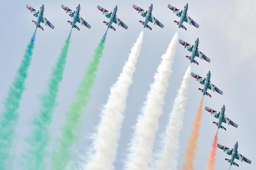 نمایش تیم آکروباتیک هوایی ایتالیا در نمایشگاه هوایی زلت وِگ اتریش