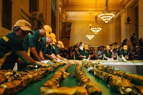 تولید بلند ترین هات داگ دنیا و ثبت در کتاب رکوردهای گینس – نیویورک