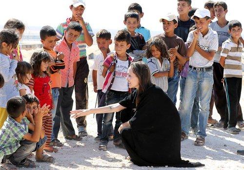 بازدید آنجلینا جولی از اردوگاه آوارگان سوری در شمال اردن