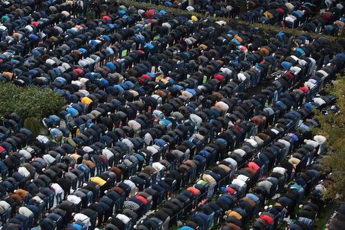 نماز عید قربان در مسجد جامع شهر سن پترز بورگ روسیه ، نیویورک آمریکا و مسجد استقلال شهر جاکارتا اندونزی