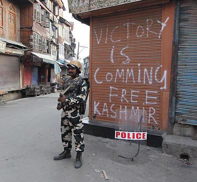 ادامه اعتراضات ضد دولتی در کشمیر