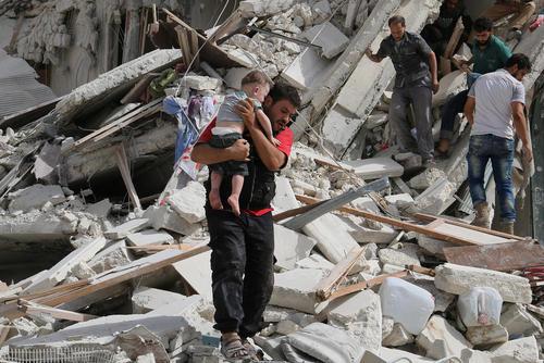 حمله هوایی به منطقه ای حومه ای در شهر حلب