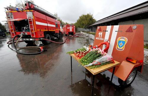 یادبود کشته شدن 8 نیروی آتش نشان شهر مسکو در جریان یک عملیات اطفاء آتش در این شهر