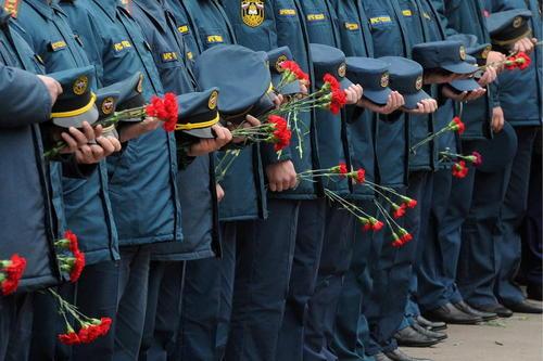 مراسم تشییع آتش نشانان مسکو که در جریان یک عملیات مهار آتش کشته شدند