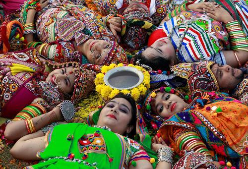 جشنواره سنتی ناوراتری در احمد آباد هند