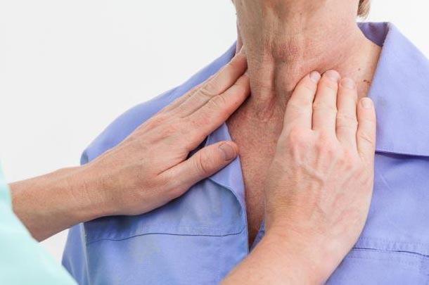 ۱۳ روش طبیعی درمان کم کاری تیروئید