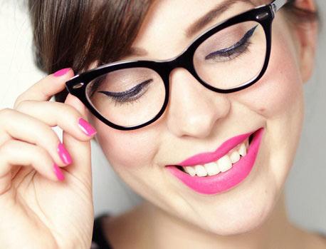 نکات مهم آرایش چشم مخصوص خانم های عینکی