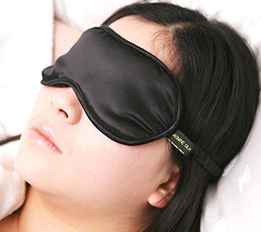۳ دلیل برای استفاده از چشم بند خواب