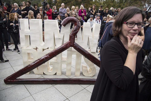 اعتراض فعالان به قانون جدید تصویب شده پارلمان لهستان درباره سقط جنین - ورشو